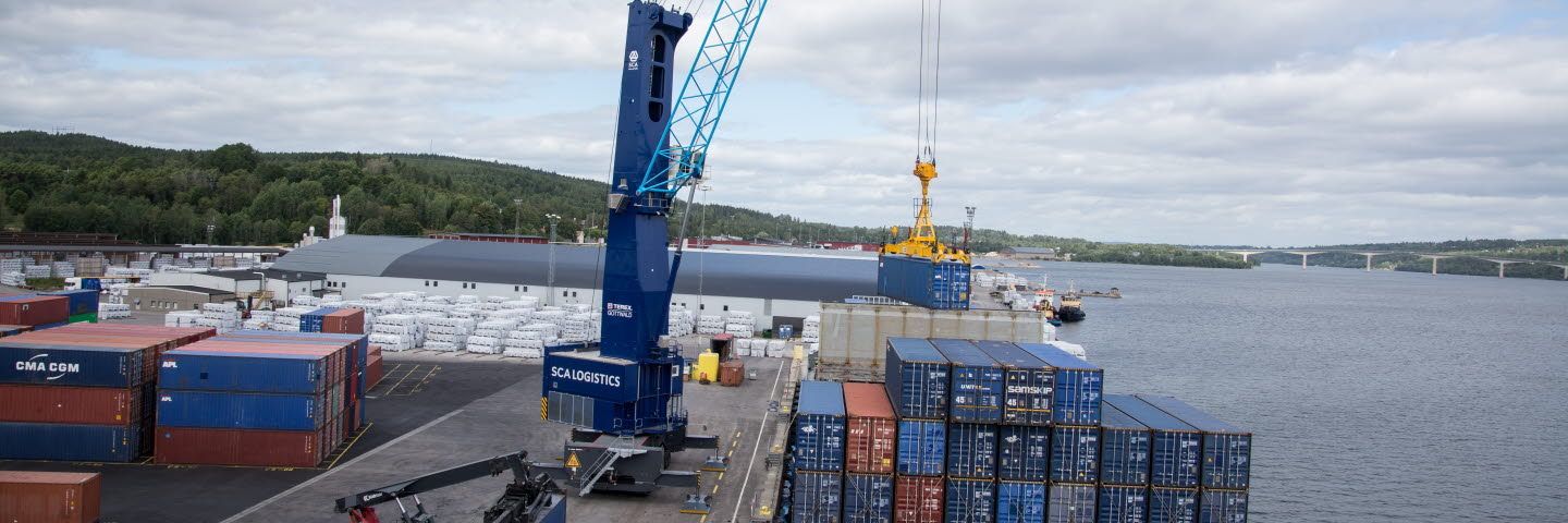 Terminal crane in Terminal Sundsvall delivered by Terex Gottwald. Container handling. Terminalkran.